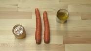 Marchewka, olej, miód i cytryna na blacie