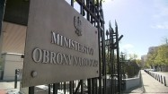 Ministerstwo Obrony Narodowej - tablica i brama