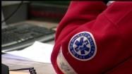 Gwiazda życia na rękawie ratownika medycznego