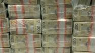 Pieniądze w paczkach