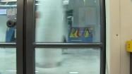 Przejeżdżające metro  - widok z wewnątrz