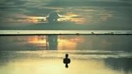 Wieczorna kąpiel w morzu