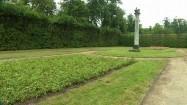Kolumna z orłem w ogrodzie nieborowskim