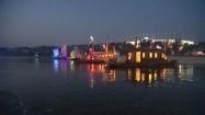 Warszawa - oświetlone barki na Wiśle