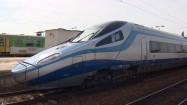Pendolino na stacji kolejowej