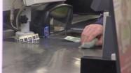 Wydawanie reszty przez kasjera