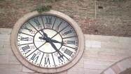 Zegar na Portoni della Bra w Weronie