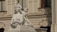 Pałac Belwederski w Wiedniu - rzeźba przed pałacem