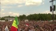 Tłum ludzi na festiwalu muzycznym