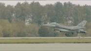 Lądowanie samolotu F-16