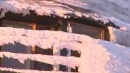 Zaśnieżona balustrada Wysokogórskiego Obserwatorium Meteorologicznego na Śnieżce