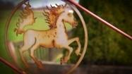 Płot z metalowym koniem