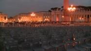 Plac św. Piotra wieczorem - przygotowania do mszy