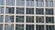 Okna nowoczesnego budynku