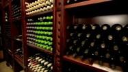 Półki z winami w winnicy