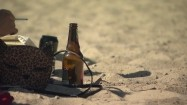 Palenie papierosów i picie alkoholu na plaży