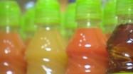 Soki w plastikowych butelkach