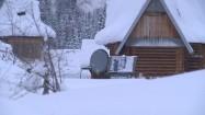 Chata pod śniegiem