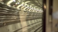 Wjazd metra na stację