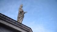 Rzeźba na dachu prokatedry Najświętszej Marii Panny w Dublinie