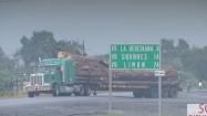 Kostaryka - ciężarówka przewożąca drewno