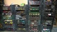 Plastikowe skrzynie z żywnością