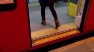 Zamykające się drzwi pociągu