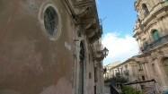 Fasady budynków w Scicli na Sycylii