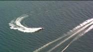 Skuter wodny i łódź motorowa na wodzie