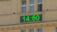 Godzina i temperatura na wyświetlaczu