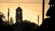 Wieża kościelna o wschodzie słońca