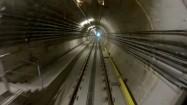 Metro przejeżdżajace przez podziemia