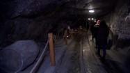 Turuści w kopalni soli w Wieliczce