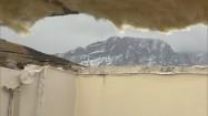 Giewont widziany przez wyrwę w dachu