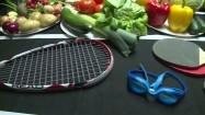 Piramida zdrowego trybu życia - sprzęty sportowe i zdrowa żywność