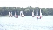 Żaglówki na jeziorze Ukiel w Olsztynie