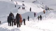 Ludzie spacerujący po górach