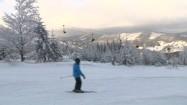 Stok narciarski i wyciąg krzesełkowy