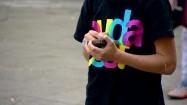 Chłopiec ze smartfonem