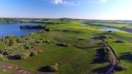 Jeziora i łąki z lotu ptaka