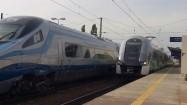 Pociągi na stacji kolejowej