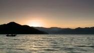 Łódź na jeziorze Lugu Hu w Chinach