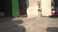 Idący ludzie - nogi
