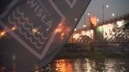 Warszawa - oświetlona łódź płynąca po Wiśle
