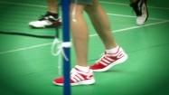 Nogi zawodników grających w badmintona