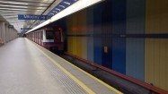 Odjazd metra ze stacji