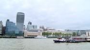 Budynki nad Tamizą w Londynie