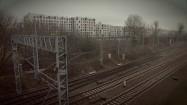 Tory kolejowe w pobliżu budynków mieszkalnych