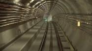Metro wjeżdżające na stację