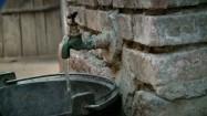 Kran - napełnianie wiadra wodą